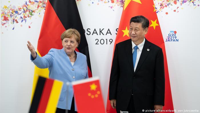 Kansela Angela Merkel wa Ujerumani akiwa na rais wa China Xi Jinping
