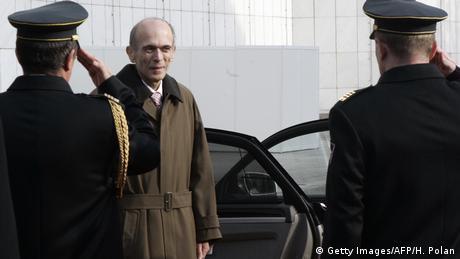 Sloweniens ehemaliger Staatspräsident Janez Drnovšek steigt aus einem Auto aus