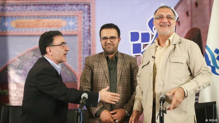 علیرضا زاکانی ۵۵ ساله (سمت راست تصویر) رئیس مرکز پژوهشهای شورای اسلامی است. او در سالهای ۲۰۱۳ و ۲۰۱۷ نیز خود را برای انتخابات ریاست جمهوری کاندیدا کرده بود، اما رد صلاحیت شده بود. معلوم نیست که چرا او قبلاً دو بار رد صلاحیت شده و حالا تائید گردیده است. زاکانی از منتقدان سرسخت رئیس جمهور روحانی است.