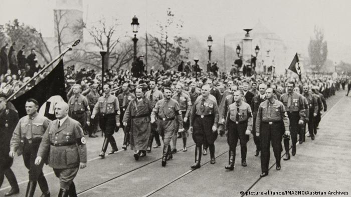 Marš nacističkih prvoboraca 1934. u Minhenu na Dan sećanja heroja NSDAP.