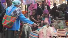Kenia - Frauen flechten Körbe