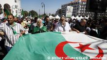 Algerien Anti-Regierungsdemonstrationen in Algier (picture-alliance/dpa/B. Bensalem)