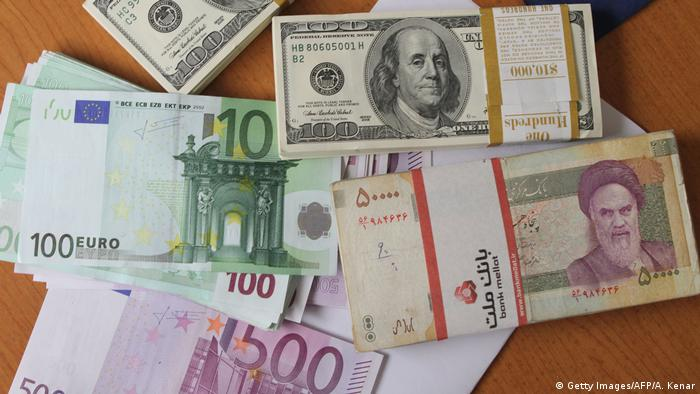 Banknoten Euro, Dollar und Rial
