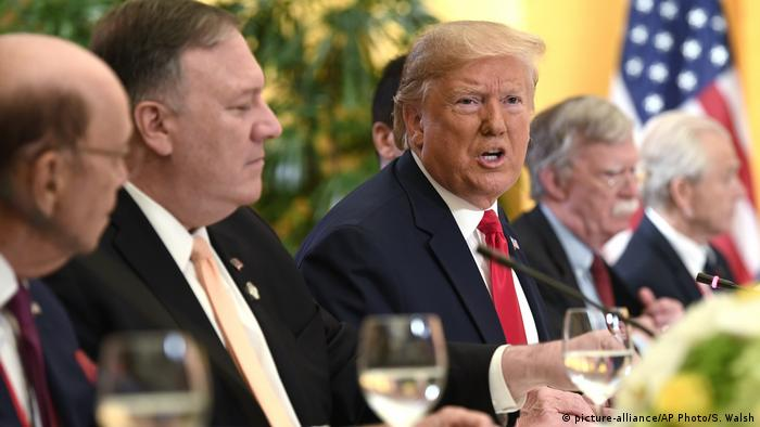 Japan Osaka | G20 Gipfel | Donald Trump, Wilbur Ross, Mike Pompeo, John Bolton, Peter Navarro (picture-alliance/AP Photo/S. Walsh)