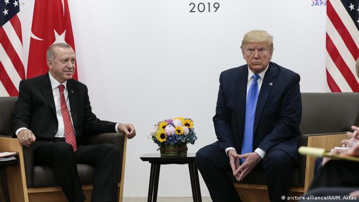 Japan Osaka | G20 Gipfeltreffen - Donald Trump und Recep Tayyip Erdogan (picture-alliance/AA/M. Aktas)
