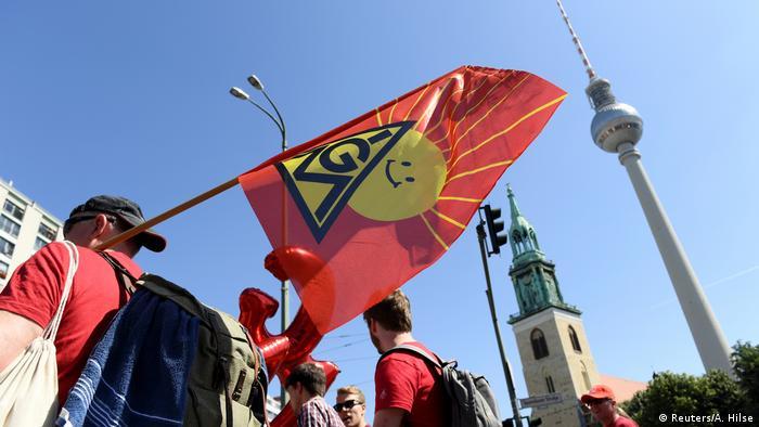 Deutschland Berlin | Protest der IG Metall für klimafreundliche Produktion