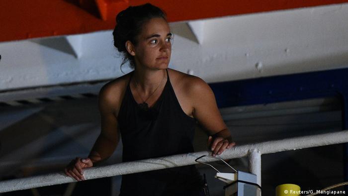 Italien Rettungsboot Sea-Watch 3 im Hafen von Lampedusa | Carola Rackete, Kapitänin