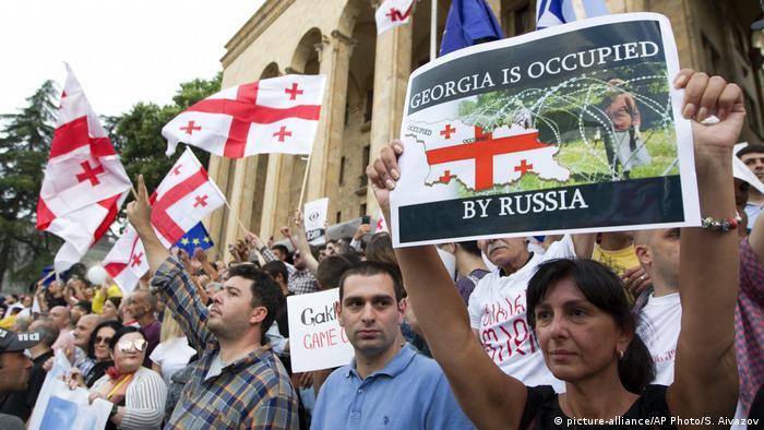 Акция протеста у парламента Грузии
