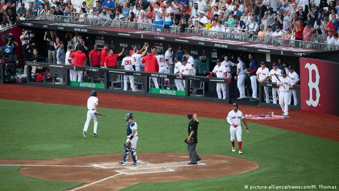 Yankees, Red Sox play first-ever MLB game in Europe | News | DW