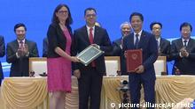 Vietnam Hanoi Unterzeichnung Handelsabkommen mit der EU   Cecilia Malmstrom und Tran Tuan Anh