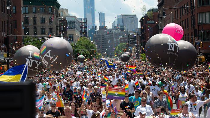 USA New York Gay Pride Parade (picture-alliance/ZUMAPRESS/B. Smith)