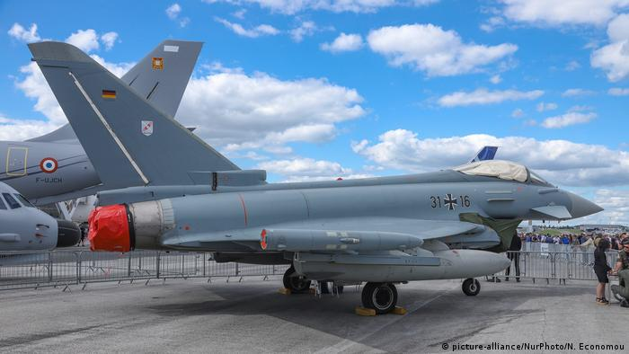 Eurofighter Typhoon fighter jet at the Paris Air Show (picture-alliance/NurPhoto/N. Economou)