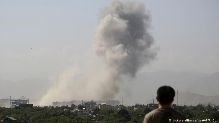 Afghanistan Explosion in Kabul (picture-alliance/dpa/AP/R. Gul)