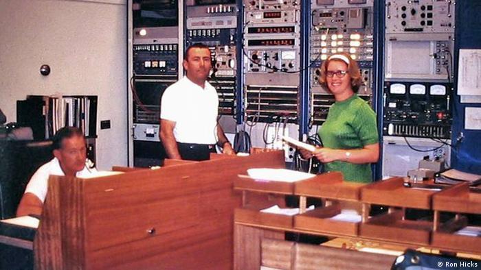 Gillian Schoenborn e colegas na seção de comunicações de Honeysuckle Creek, em 1969