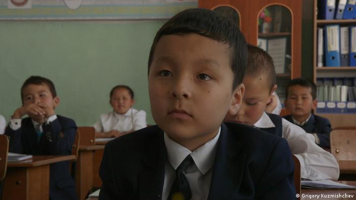First grade pupils learning to read and write in Kazakhstan (Photo: Grigory Kuzmishchev)