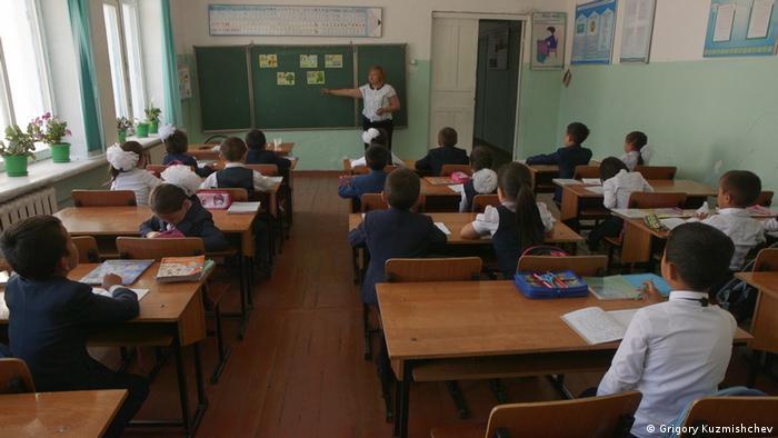 Schulunterricht in Kasachstan (Grigory Kuzmishchev)