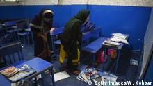 Schüler in den Trümmern nach dem Anschlag in Kabul