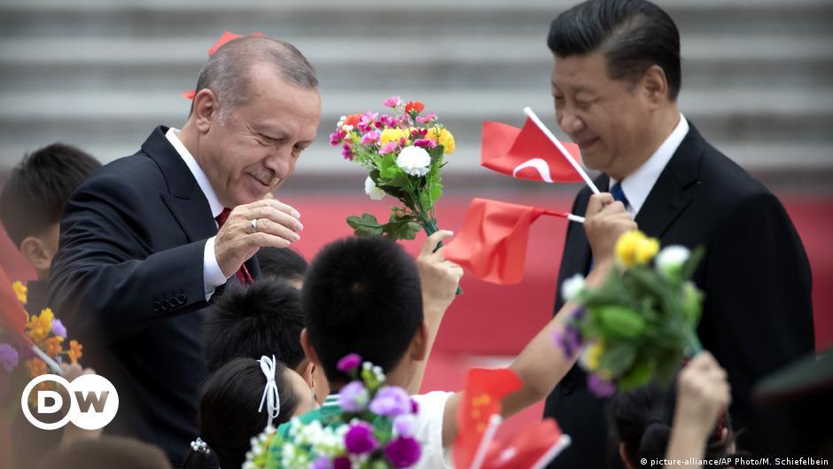 لقاحات الصين لتركيا.. هل الثمن ترحيل نشطاء الإيغور؟