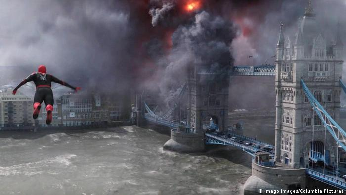 Spider-Man in Far from Home flying over London Bridge (Imago Images/Columbia Pictures)