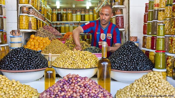 بائع الزيتون والحوامض في المدينة القديمة لمراكش