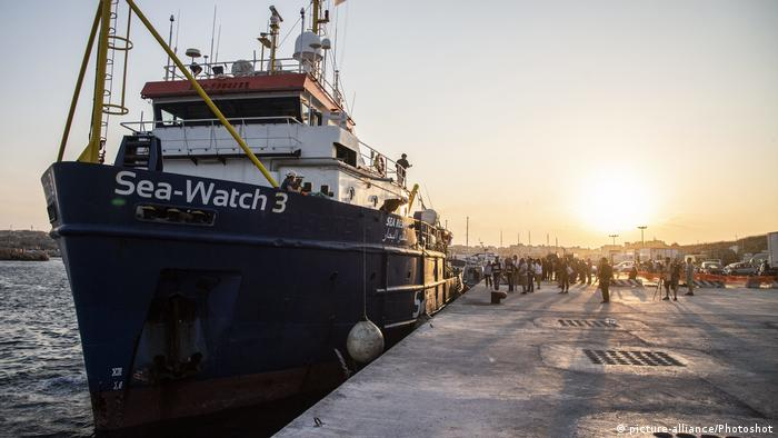 Lampedusa Hafen Sea Watch 3 Anlandung Bootsflüchtlinge (picture-alliance/Photoshot)