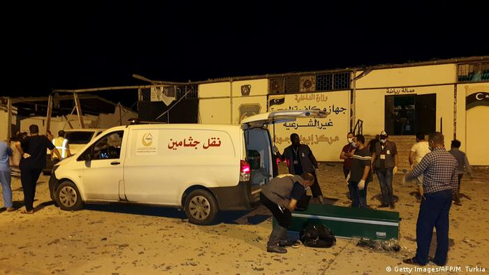 Libyen Luftangriff Tajoura Detention Center bei Tripolis (Getty Images/AFP/M. Turkia)
