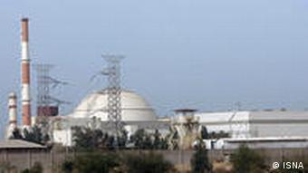 دولتهای غربی ایران را متهم به ساختن بمب اتمی میکنند اما ایران همواره بر صلحآمیز بودن برنامههای هستهای خود تأکید کرده است