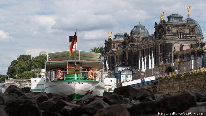 BdT mit Deutschlandbezug - Niedrigwasser der Elbe in Dresden