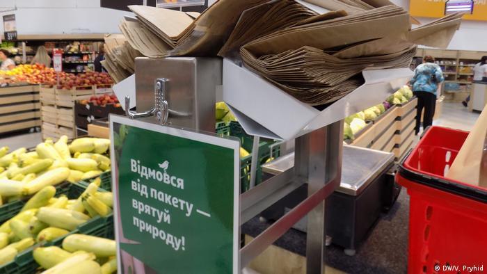 У Львові низка супермаркетів експериментально відмовляється від пластику уже вдруге