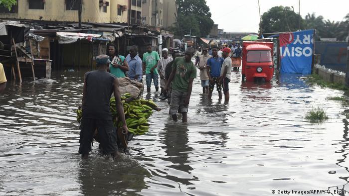 Global Ideas Nigeria Überschwemmung in Lagos (Getty Images/AFP/P. U. Ekpei)