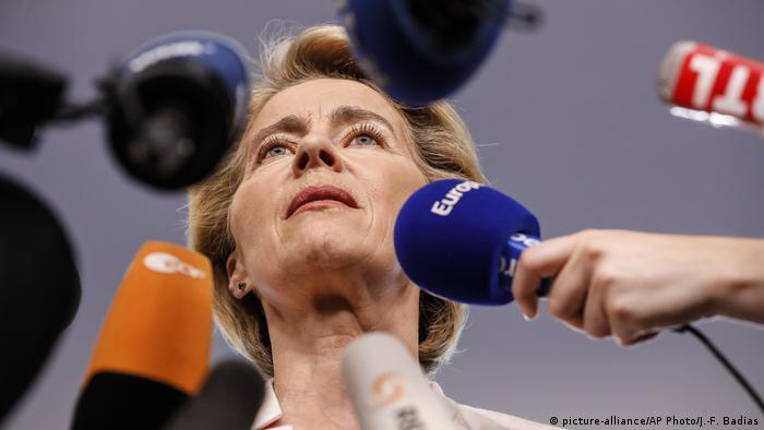 EU-Parlament | Ursula von der Leyen (picture-alliance/AP Photo/J.-F. Badias)