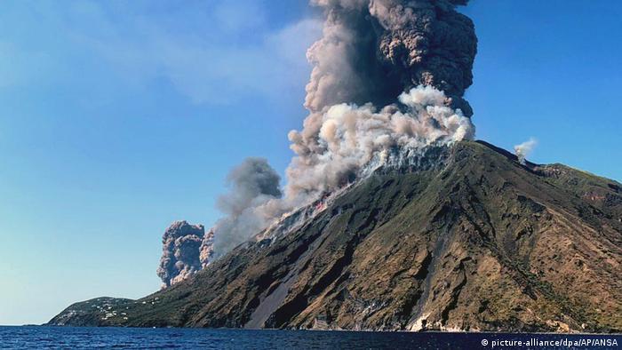 Виверження вулкана Стромболі