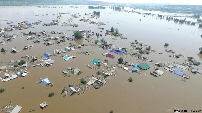 Überflutetes Dorf in der Region Irkutsk