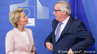 Brüssel EU | Ursula von der Leyen & Jean-Claude Juncker, EU-Kommissionspräsident (Getty Images/T. Monasse)