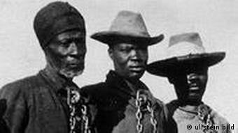 Gefangene Hereros - 1904/05 (Foto: Ullstein Bild)