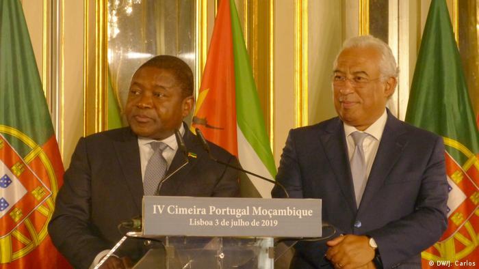 Portugal, Lissabon: Premierminister António Costa und Filipe Nyusi (DW/J. Carlos)