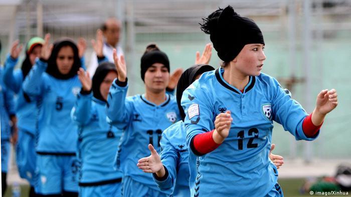 Jogadoras da seleção do Afeganistão treinam em Cabul