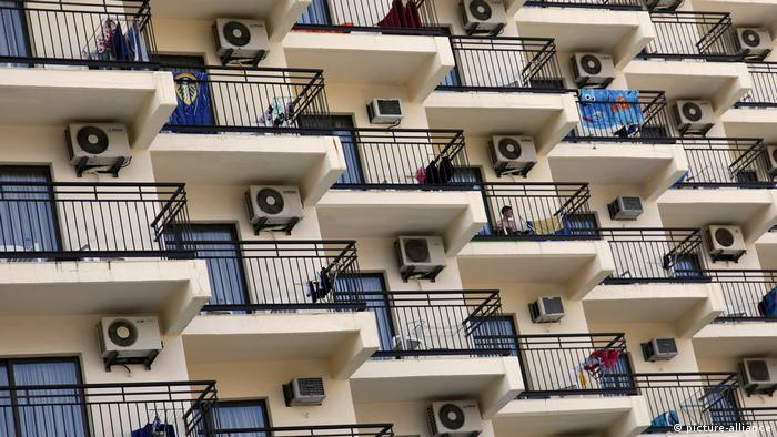Spanien Hotel mit Klimaanlagen in Benidorm (picture-alliance)