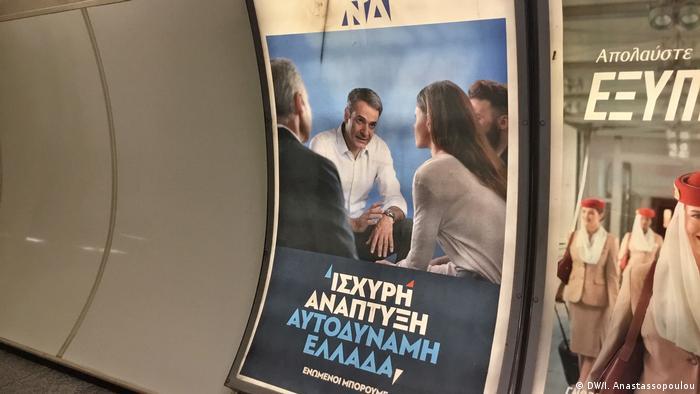 Griechenland Wahlplakat der Nea Dimokratia in der Athener Metro