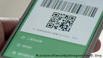 Smartphone App Payment (picture-alliance/dpa/Imaginechina/D. Qing)