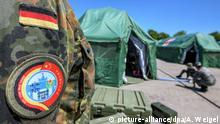 The arm patch of a solider depiciting the Chinese and German flags is seen against the Feldkirchen army base (picture-alliance/dpa/A. Weigel)