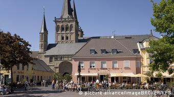 Typically German marketplace and church (picture-alliance/imageBROKER/KFS)