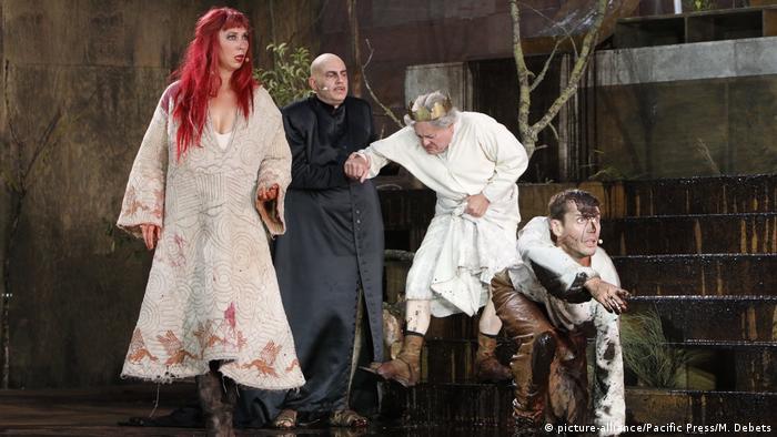 Durante el Festival de los Nibelungos, en Worms, el relato se pone en escena renovándose una y otra vez.