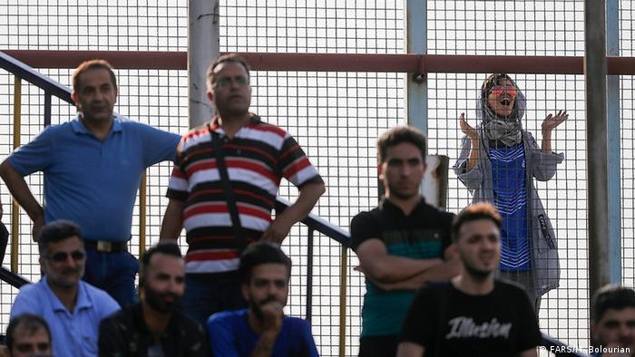 İran'da kadınlar stadyum dışında kalıyor.
