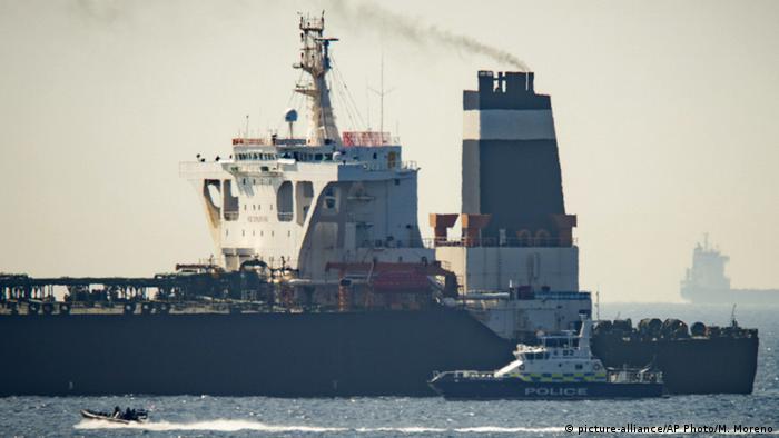 Barco da Marinha Real Britânica intercepta petroleiro iraniano próximo a Gibraltar