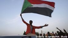 Sudan Karthoum   Demonstranten feiern nach einigung von Generälen und Protestführern