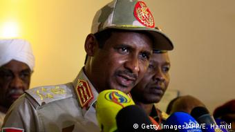 Sudan Khartoum | Sudans Stellvertretender Leiter des Militärrats - Mohamed Hamdan Dagalo (Getty Images/AFP/E. Hamid)