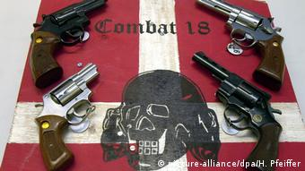 """Skrajnie prawicowa organizacja """"Combat 18"""" uchodzi za zbrojne ramię neonazistowskiej sieci """"Blood and Honour"""""""