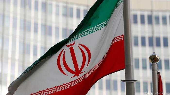 Флаг Ирана у штаб-квартиры Международного агентства по атомной энергии в Вене