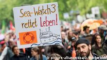 Deutschland Solidaritätsdemonstrationen Seebrücke in Hamburg